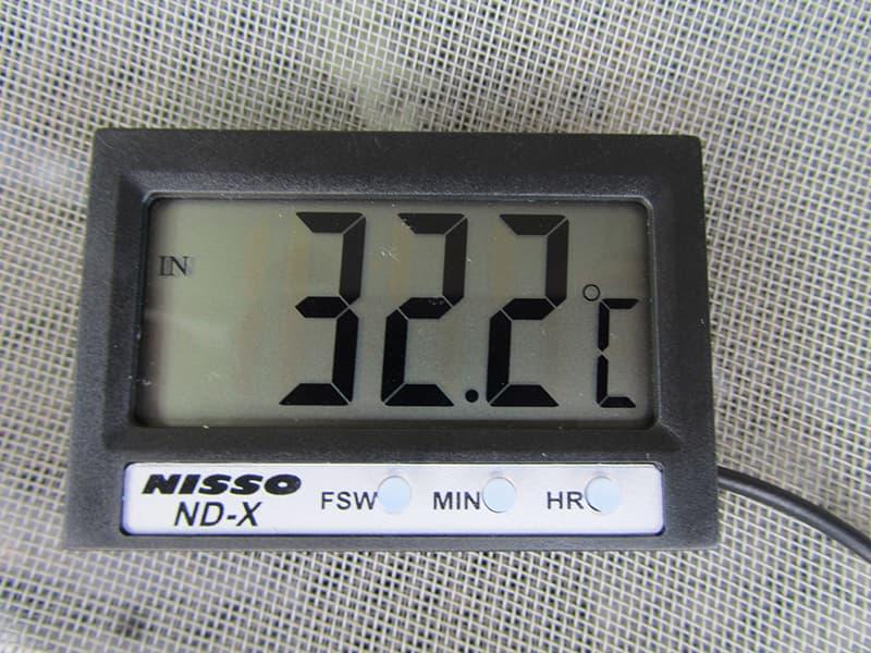 ガラス水槽の水温
