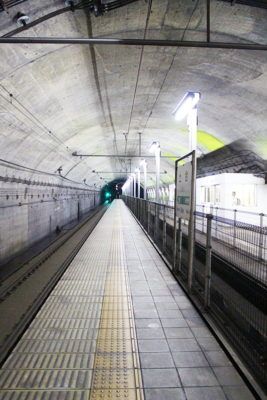 土合駅地下ホーム