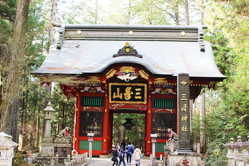 三峯神社隋身門
