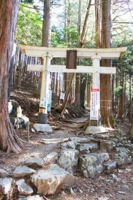 三峯神社奥宮一の鳥居