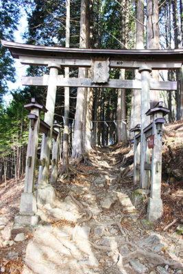 三峯神社奥宮二の鳥居