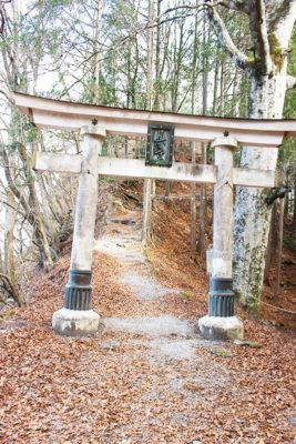 三峯神社奥宮三の鳥居