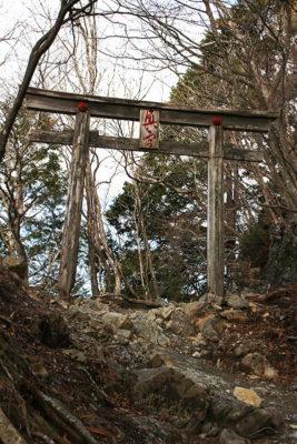 三峯神社奥宮四の鳥居