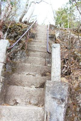 三峯神社奥宮参道 石の階段