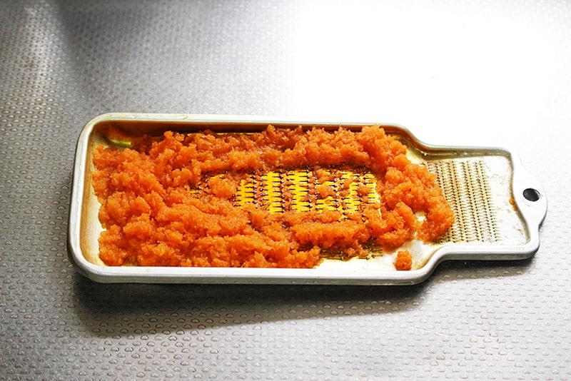 「天ぷら粉で人参パンケーキ」の作り方1